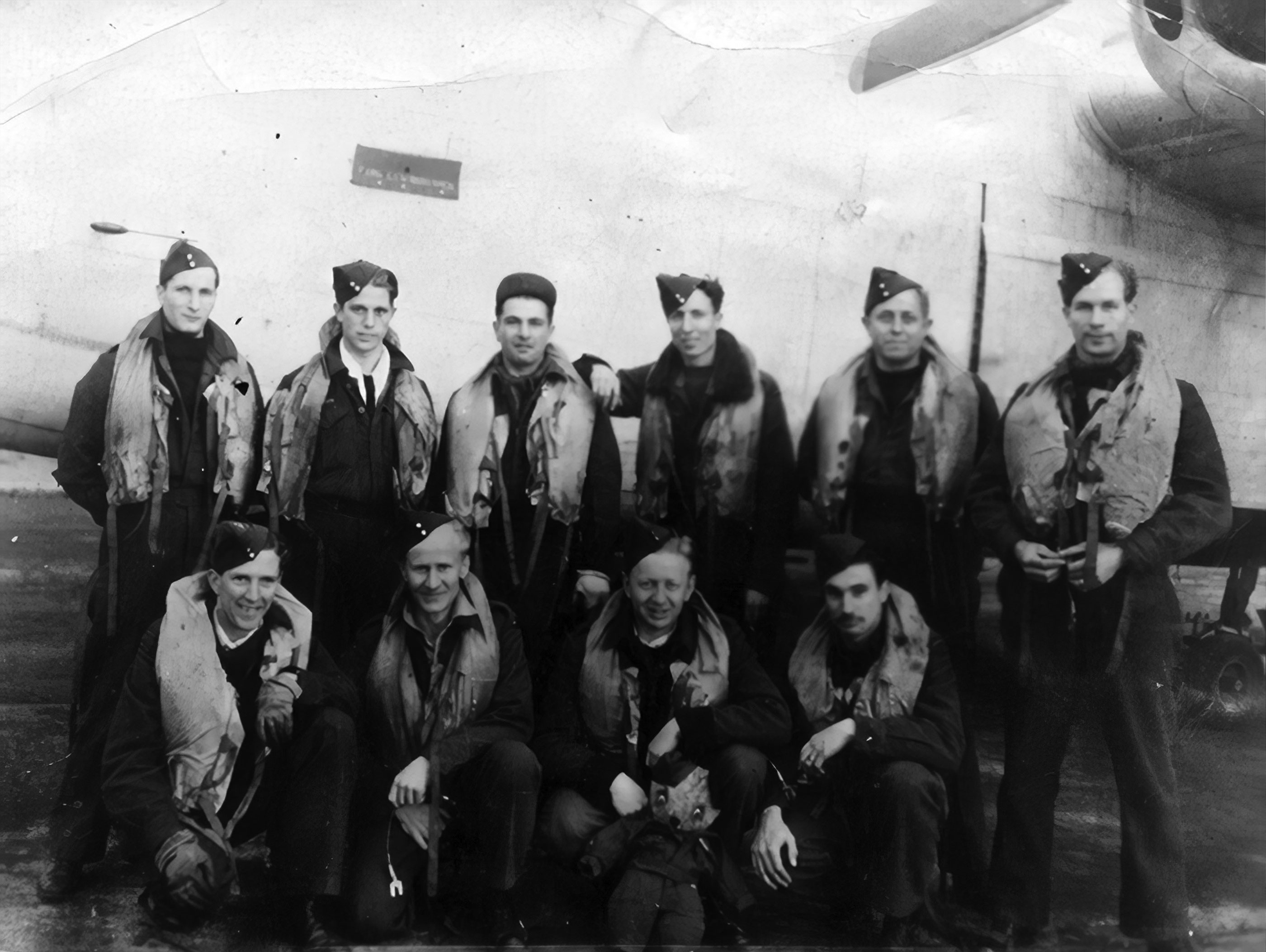 Photo of Ken Moore and Liberator crew.
