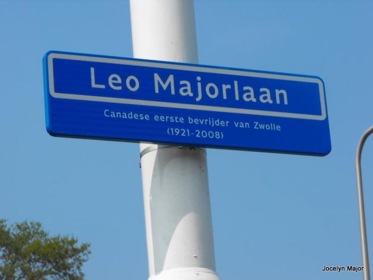 Leo Majorlaan (Léo Major Lane) street sign in the Dutch city of Zwolle. The text reads: Canadian first liberator of Zwolle (1921–2008). Photo: Jmajor.