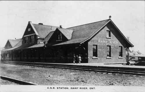 The Rainy River train station, c. 1920s-1930s. Courtesy of Library and Archives Canada.