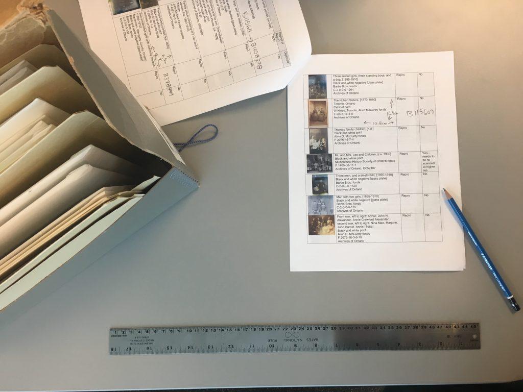 Identifier chacun des documents pendant la recherche, avant de passer à l'étape de numérisation.